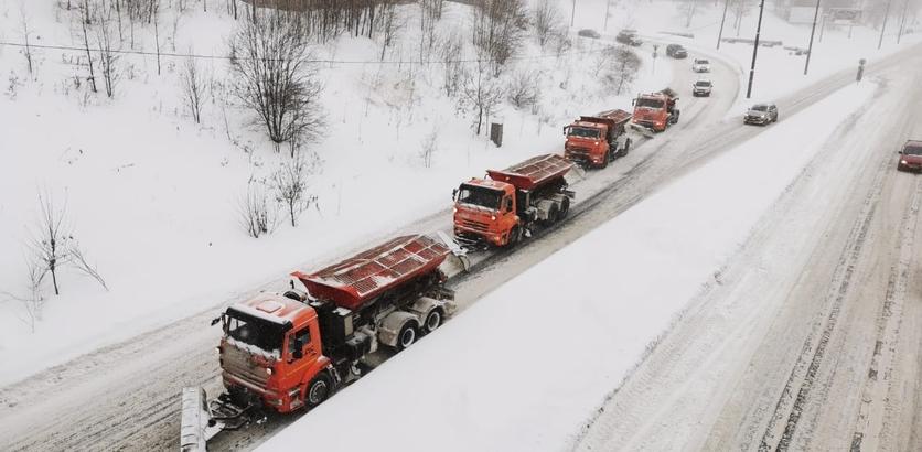 Более 400 единиц техники расчищают дороги Нижнего Новгорода от снега 18 января